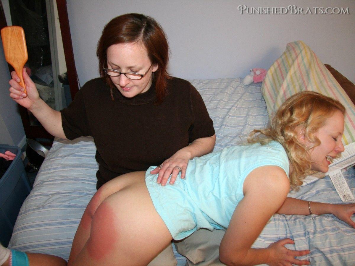 wife spanked with a hairbrush - SpankingTubecom